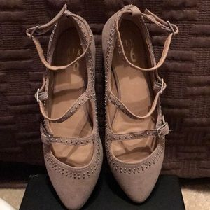Mix No 6 girl shoes- never worn